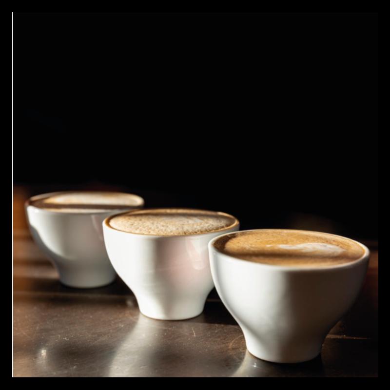 drei verschiedene Kaffee in Tassen